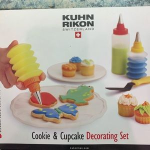 Cookie and cupcake decorating set 3/$20 💜